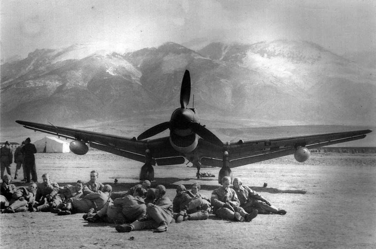 German_dive_bomber_Ju87_R_on_the_ground.jpg