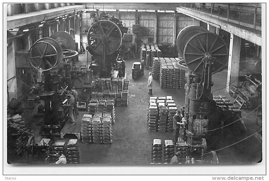 JERRYCAN_MANUFACTURING-PLANT-PHOTO-bw.jpg