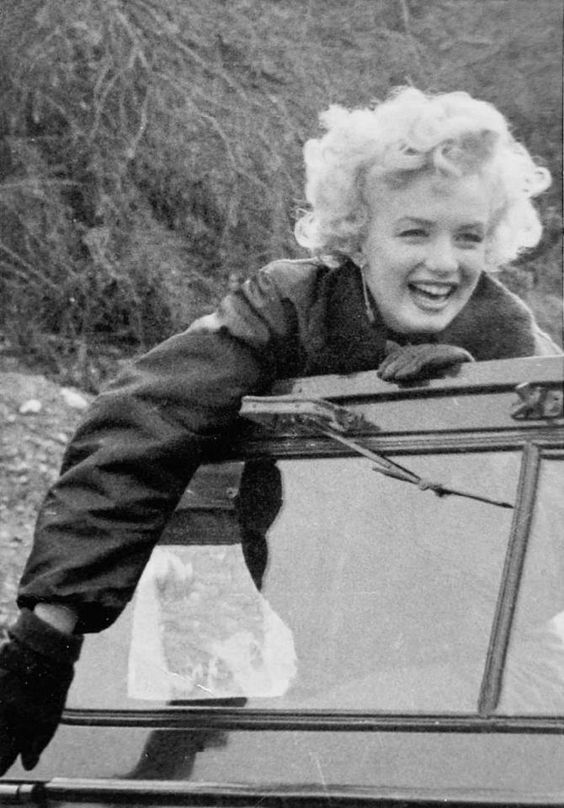 Marylin_Monroe_Korea_1954.jpg