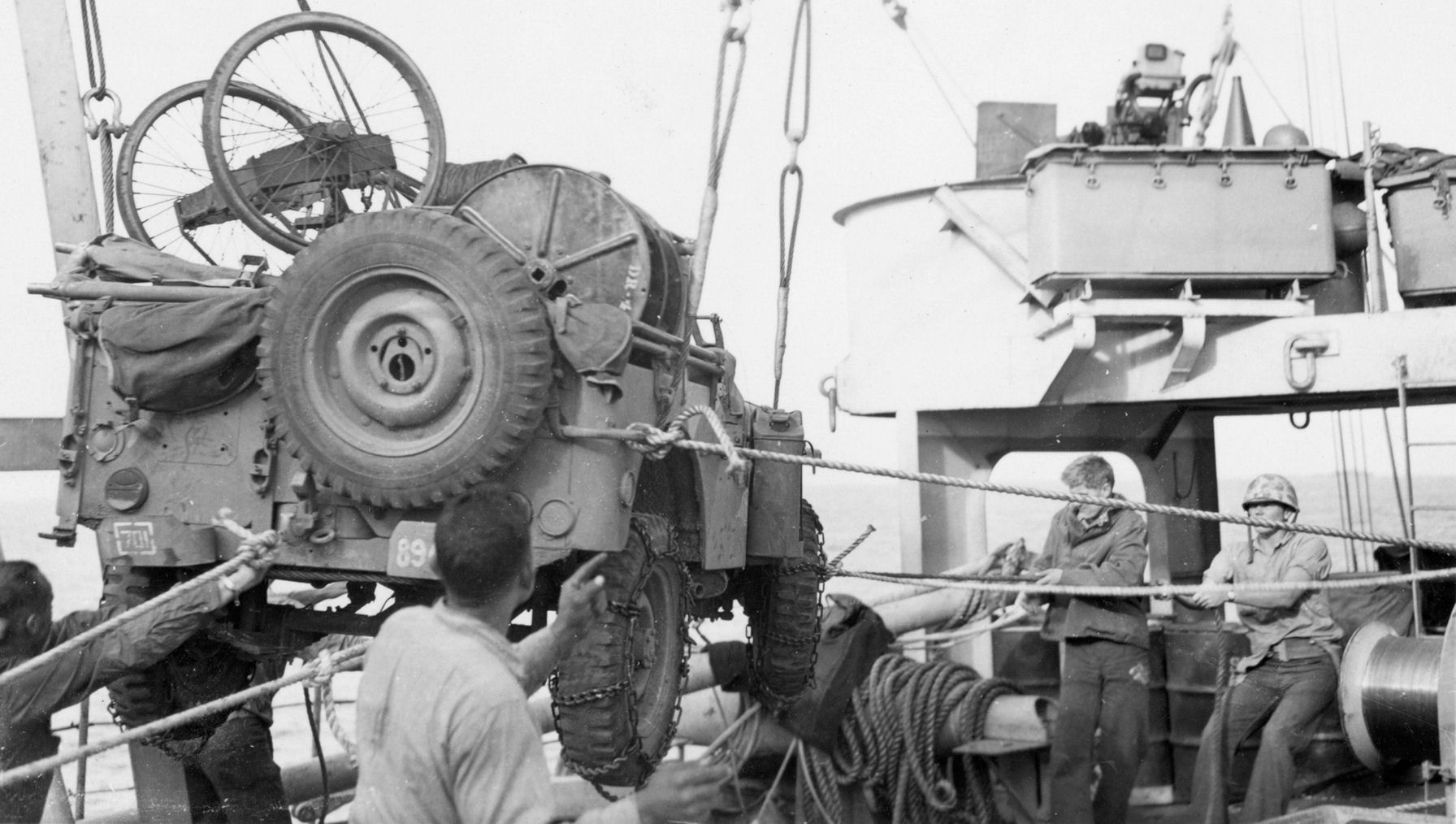 Jeep_From_USS_RUTLAND_to_LCVP_Feb-20th_1945.jpg