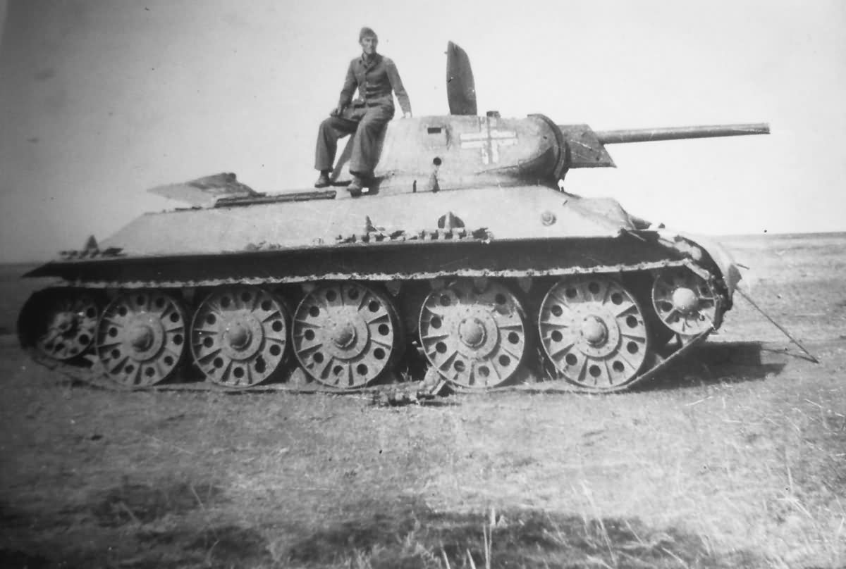Captured_T-34_tank.jpg