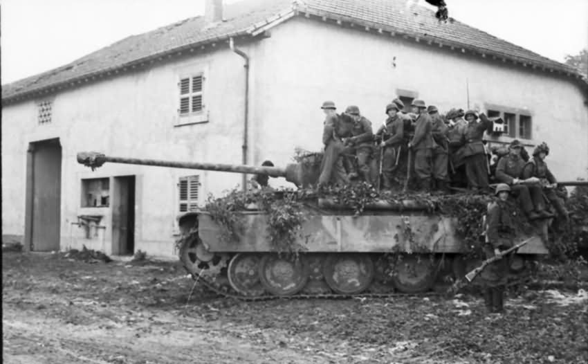 Panther_ausf_G_France_1944_4.jpg
