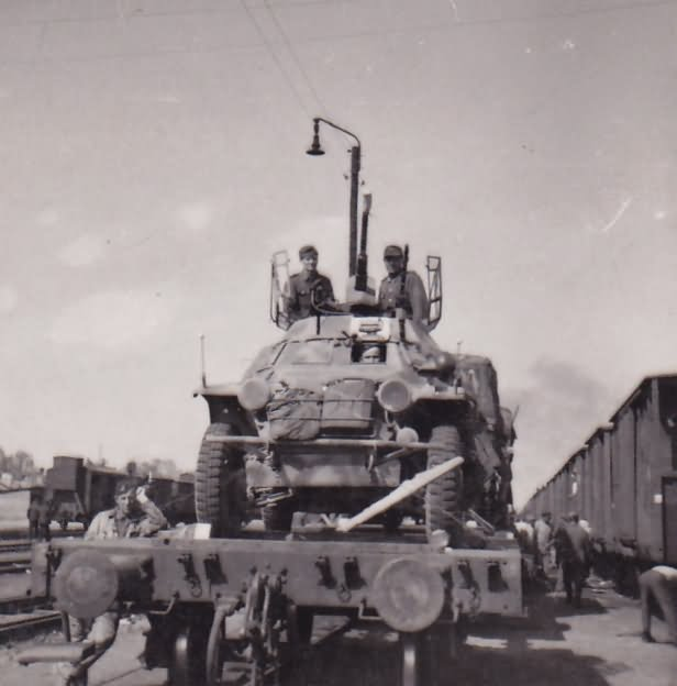 sdkfz_222_rail_transport.jpg