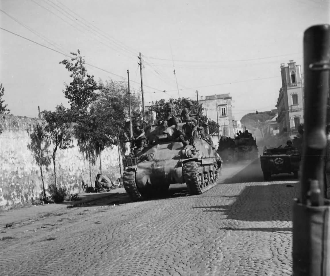 M4_Sherman_and_US_Troops_Italy.jpg