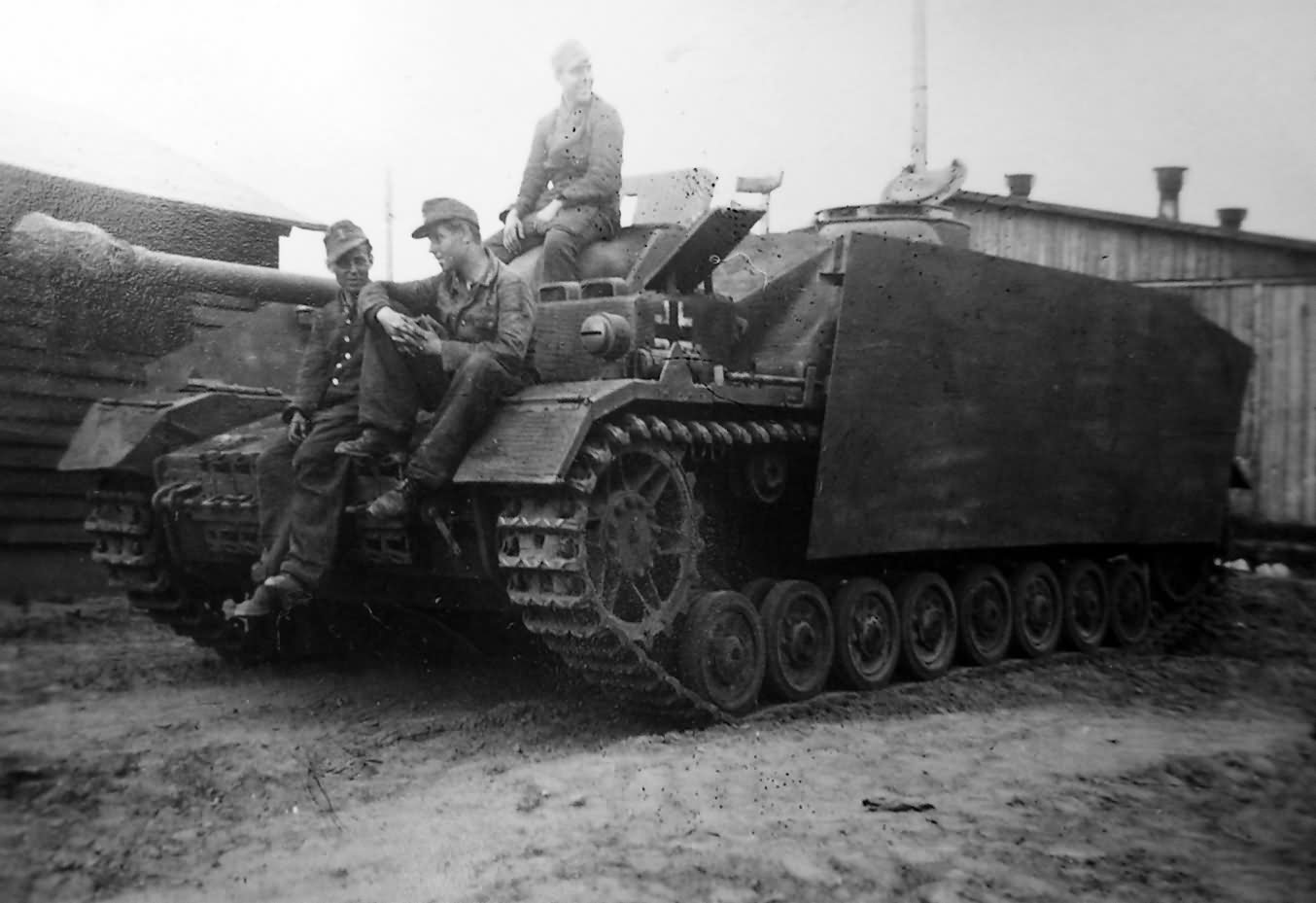 StuG_IV_with_zimmerit_Mielau_Poland_2.jpg