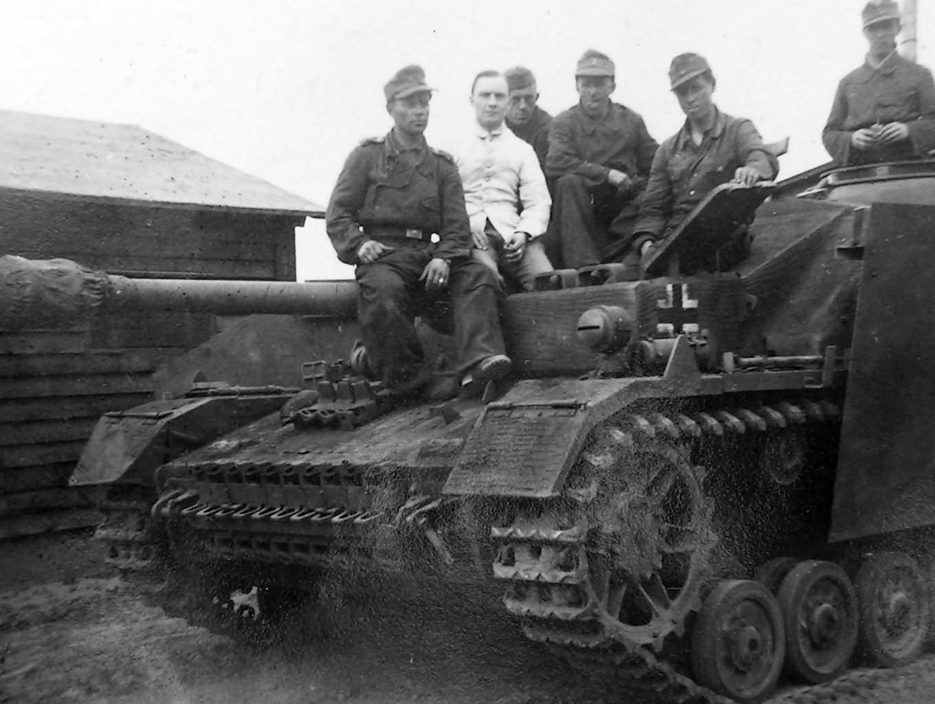 StuG_IV_with_zimmerit_Mielau_Poland.jpg