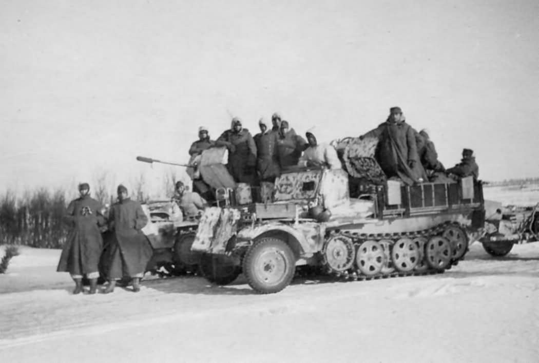 armored_Sd.Kfz_.10_4_with_winter_camouflage.jpg