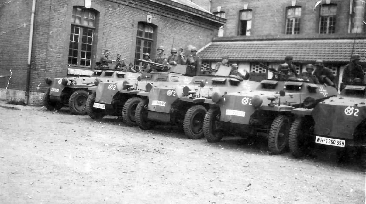 Hanomag_Sd_Kfz_251_halftracks.jpg
