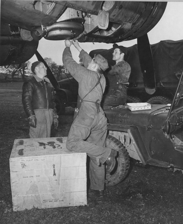 jeep with mechanics 1943.jpg
